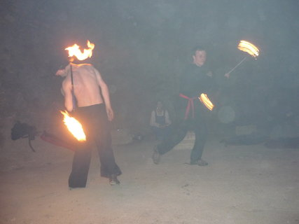 FOTKA - ohnova sou ve sklepeni(kvuli tme horsi kvalita) 2