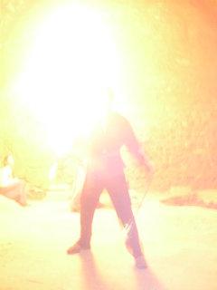 FOTKA - ohnova sou ve sklepeni hradu,jsou to 2kluci,zadni plival ohen