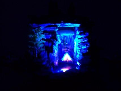 FOTKA - dekorace - vodopád ve tmě