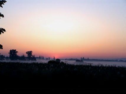 FOTKA - Svítání nad zamlženou loukou u Plačic