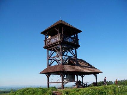 FOTKA - Rozhledna u Nasavrk-východní čechy. Je z ní vidět až k Weendy