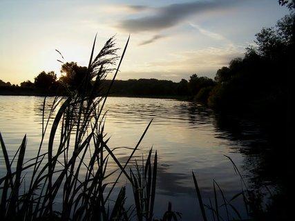 FOTKA - Nedělní ráno u řeky