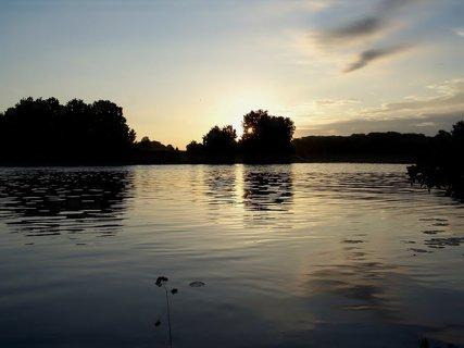 FOTKA - Svítání u řeky