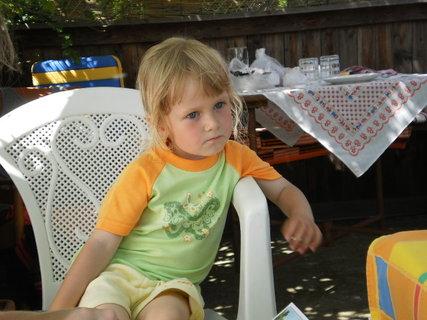 FOTKA - Aničce od neteře jsou 3. roky 1