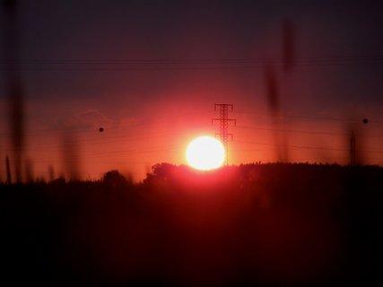 FOTKA - Slunce mezi dráty
