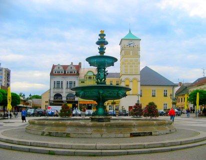 FOTKA - náměstí Ka-Fryštát s kašnou