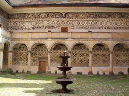 FOTKA - Nádvoří zámku Doudleby