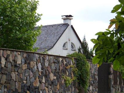 FOTKA - tak schválně, co vám tento dům připomíná - hlavně ta okna
