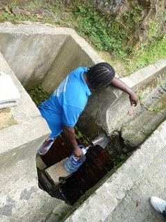FOTKA - Win nam cepuje pitnou vodu na nejvyssim miste ostrova