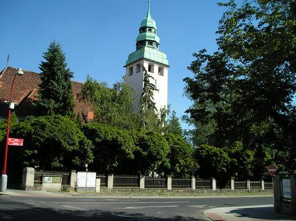 FOTKA - Evangelický kostel v zeleni