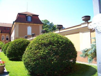 FOTKA - zahradu u zámku Štiřín