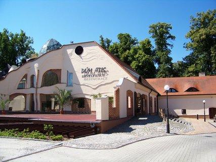 FOTKA - hotel Atis vedle zámku