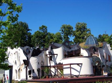 FOTKA - hotel Atis Štiřín - velmi zvláštní stavba ....