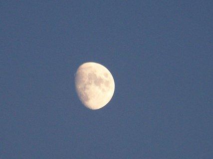 FOTKA - měsíček přeje všem dobrou noc ;-)
