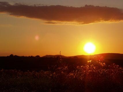 FOTKA - západ slunce nad Pálavou 3)