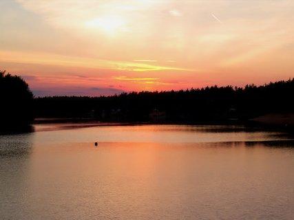 FOTKA - Jak romantické pozorovat západ slunce na pláži