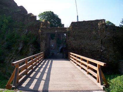 FOTKA - Vstup do hradu Hasištejn