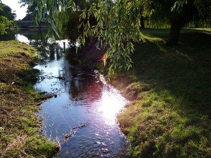 FOTKA - Buštěhrad - průtok mezi rybníky ...