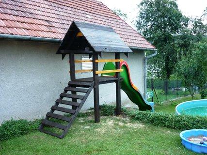 FOTKA - Dome�ek i se skluzavkou