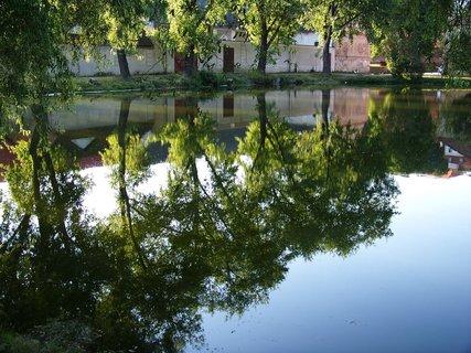 FOTKA - rybník Buštěhrad, zrcadlení. .,,