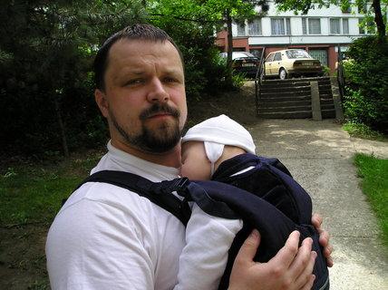 FOTKA - S tatínkem na vycházce, když jsem byl ještě mimi