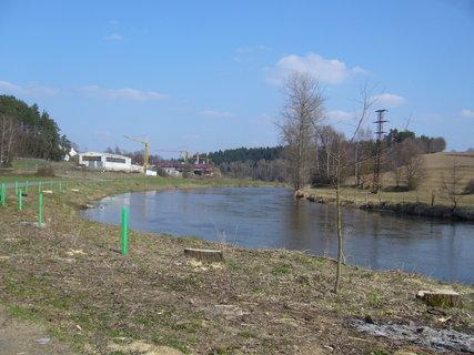 FOTKA - Dubnová procházka k houpacímu mostu