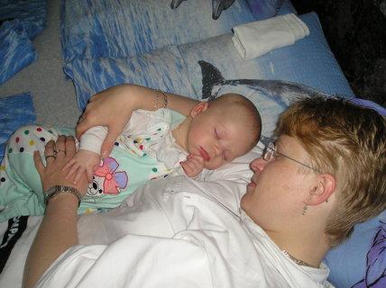 FOTKA - A tak jsem usnul vždycky po maminčině mlíčku