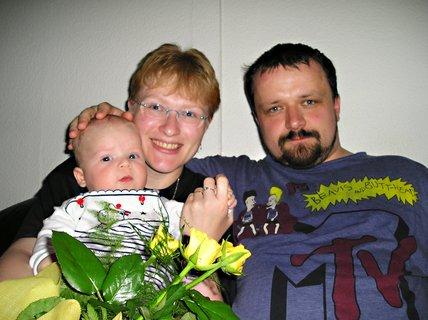 FOTKA - Takhle jsem s maminkou a tatínkem oslavil jejich 3.výročí svatby