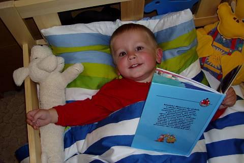 FOTKA - Vášnivý čtenář v posteli