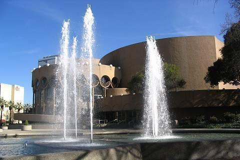 FOTKA - divadlo s fontanou