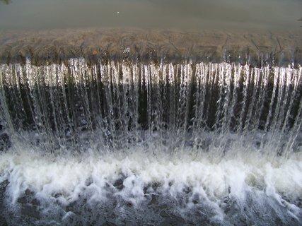 FOTKA - splav po deštích_rybník Dolnomlýnský