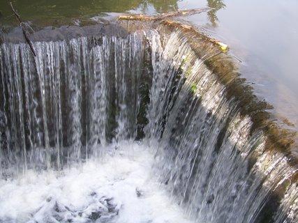 FOTKA - splav po deštích_rybník Dolnomlýnský ,,