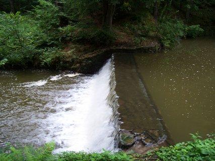 FOTKA - cestou na kole-průhonický park_malý vodopádek.,,