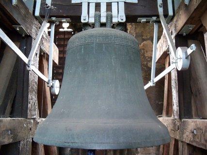 FOTKA - Když zvon odbíjí ve věži tak není slyšet vlastního slova