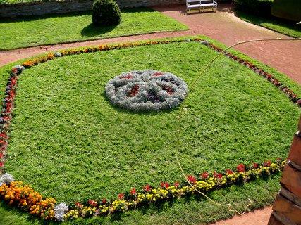 FOTKA - Krásně upravená zámecká zahrada.