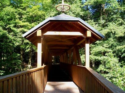 FOTKA - Moc pěkný dřevěný mostt v Pekle