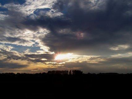 FOTKA - Západ nad letištěm
