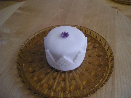 FOTKA - bílé minidortíky-zkouška na svatbu