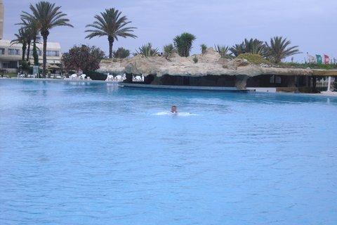 FOTKA - řádění v bazénu