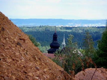 FOTKA - Pohled z kamenolomu do vesnice