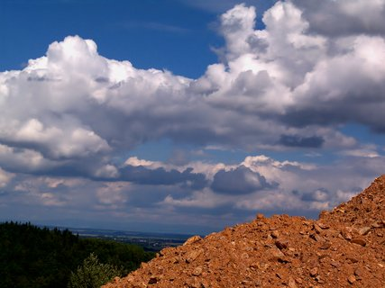 FOTKA - Srpnové nebe, vidíš v mracích kuřátko?