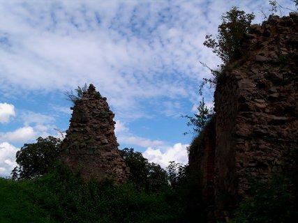 FOTKA - Zachovány zbytky paláce a věže -Žumberk