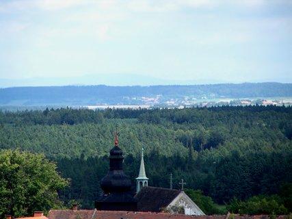 FOTKA - Pohled z lomu na kostelík