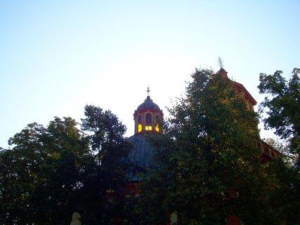 FOTKA - kostel v Kunraticích proti slunci..