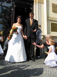 FOTKA - Zuzanko, pojď chytneme novomanželům kouličku