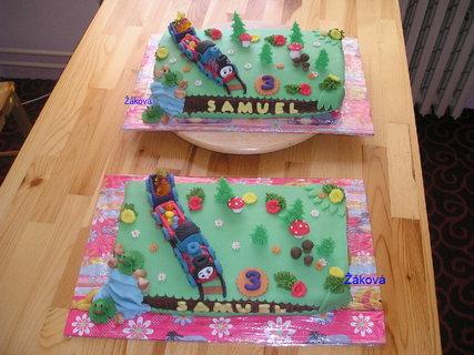 FOTKA - dva stejné dortíky s mašinkama