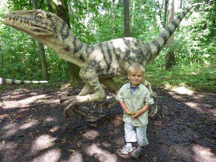 FOTKA - S dinosaurem