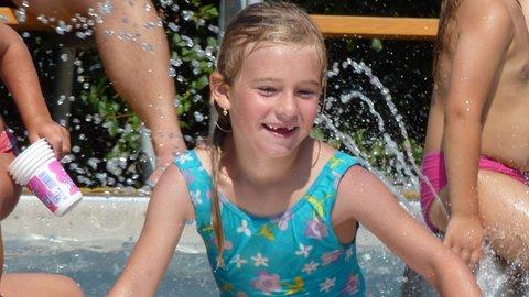 FOTKA - V bazénu I