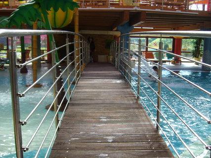 FOTKA - Most přes bazén