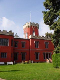 FOTKA - Hrádek u Nechanic je jednou z nejvýznamnějších romantických staveb v Čechách